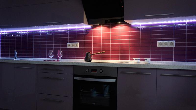 Подсветка на кухне под шкафами светодиодной лентой