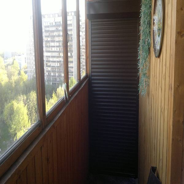 Полки или шкаф на балкон с рольставнями