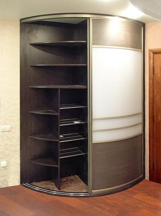 Радиусные шкафы купе в прихожую фото.