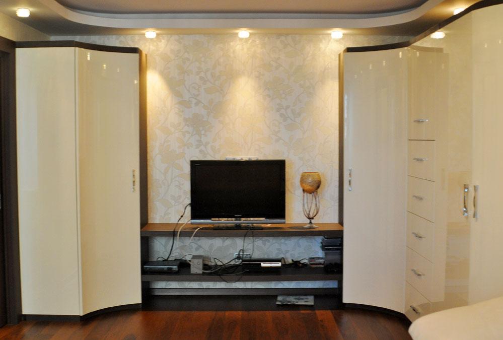 Модульные шкафы для спальни помогут сэкономить свободное про.