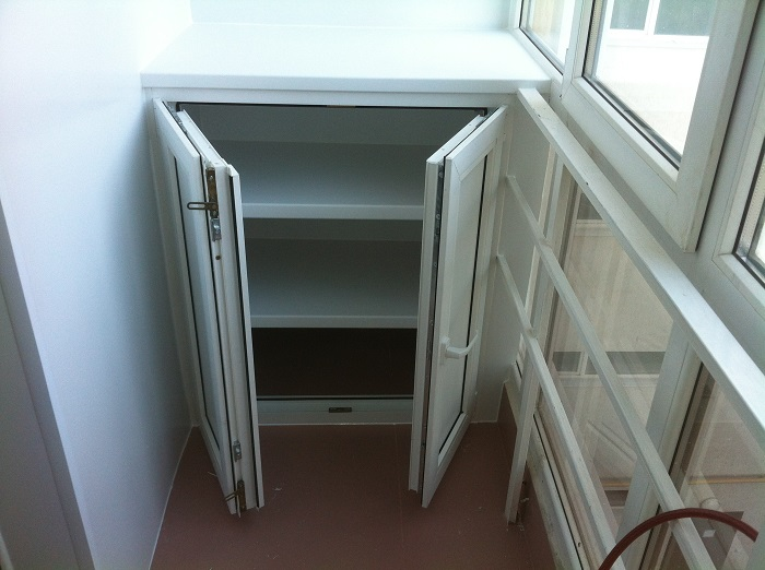 Шкаф из металлопластика на балкон