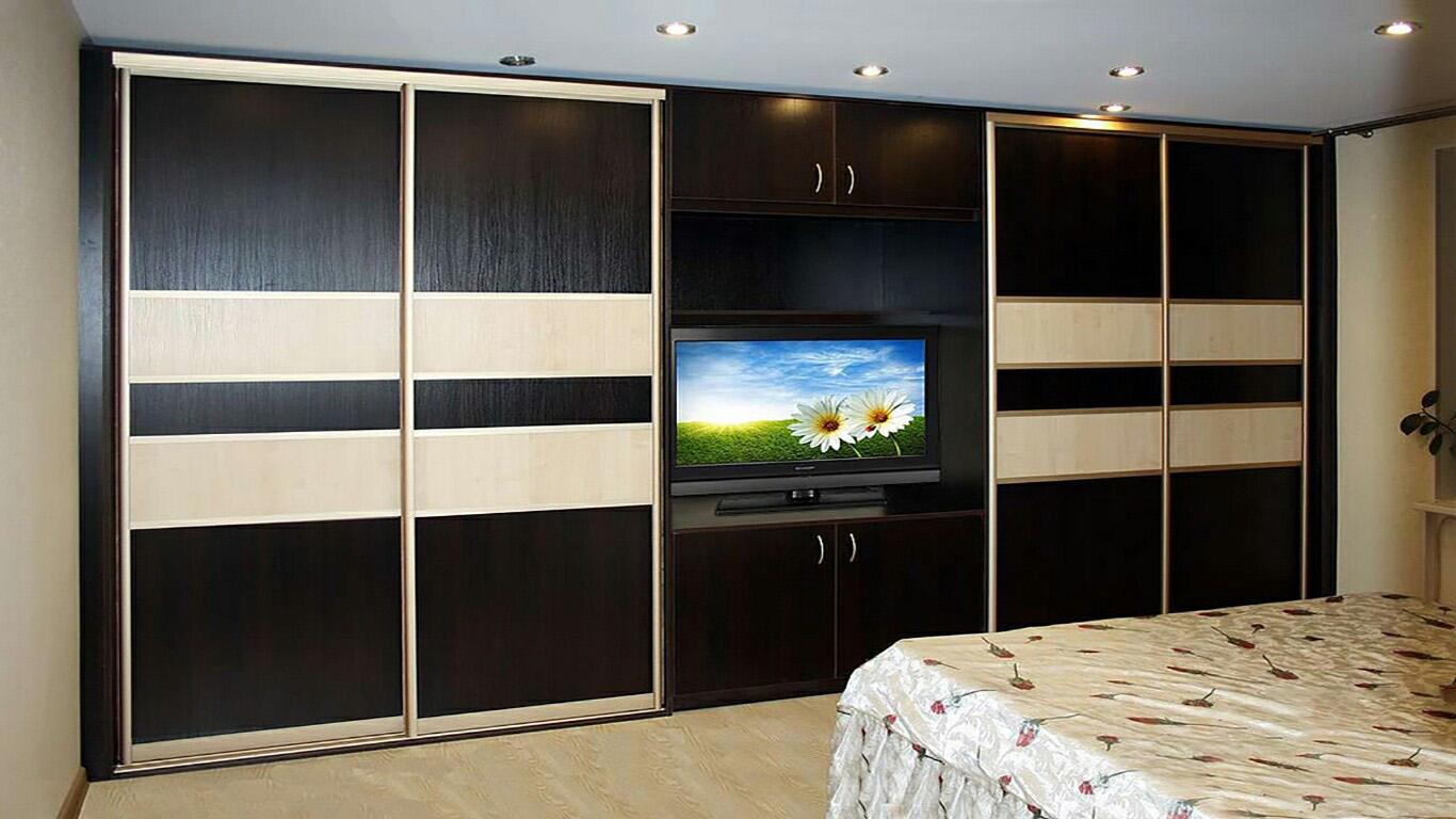 Шкаф-купе с нишей под телевизор