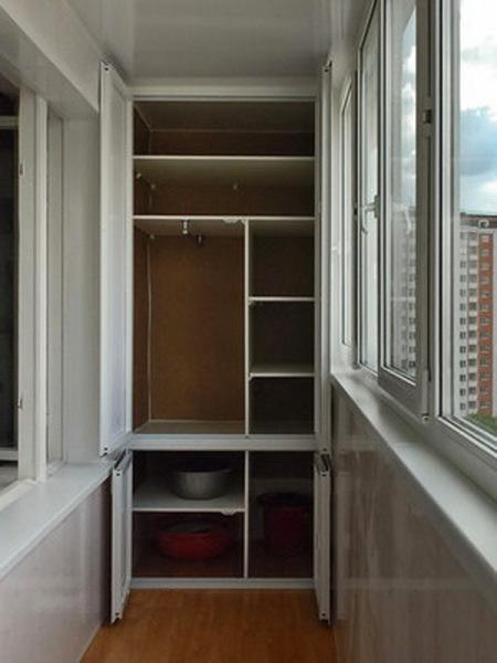 Шкаф на балконе и наполнение