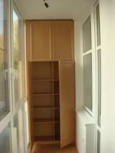 Шкаф на балконе с антресолью