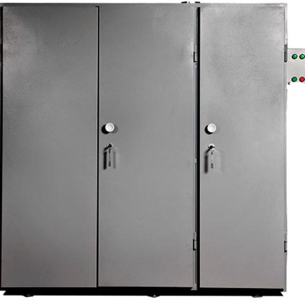 Шкаф на три секции