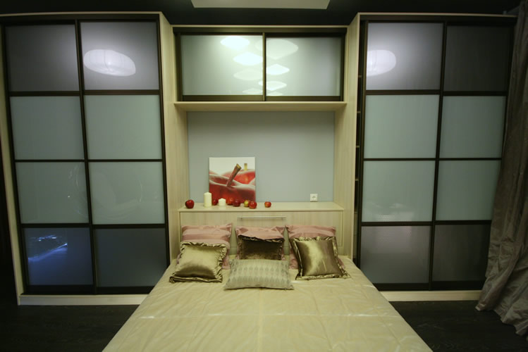 Шкаф над кроватью