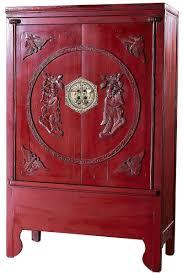 Шкаф с традиционными вставками