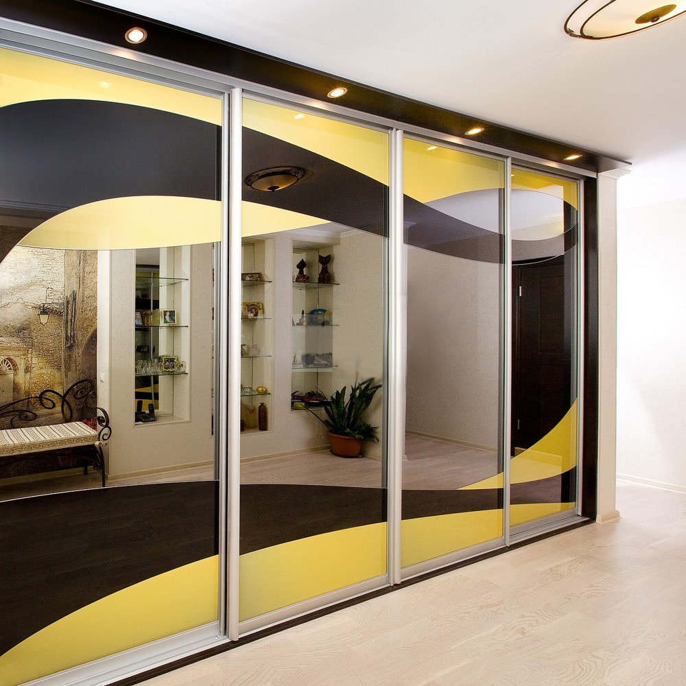 Шкаф с цветным фасадом