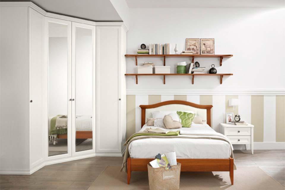 Шкаф угловой в спальню с зеркальными дверями