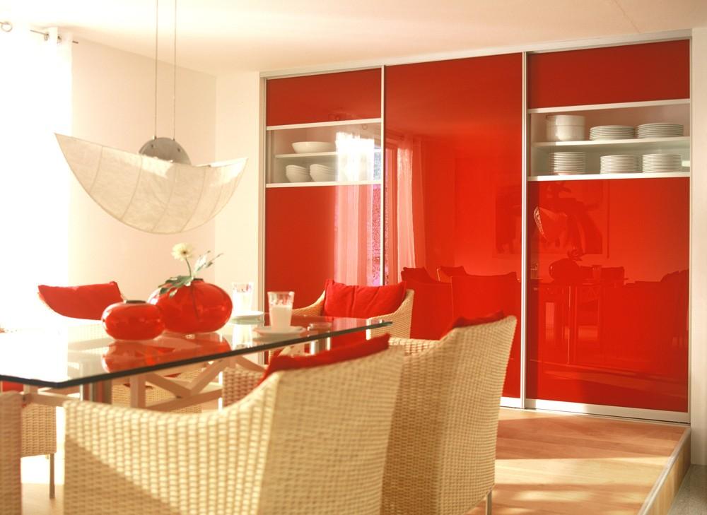 Шкаф в красном цвете