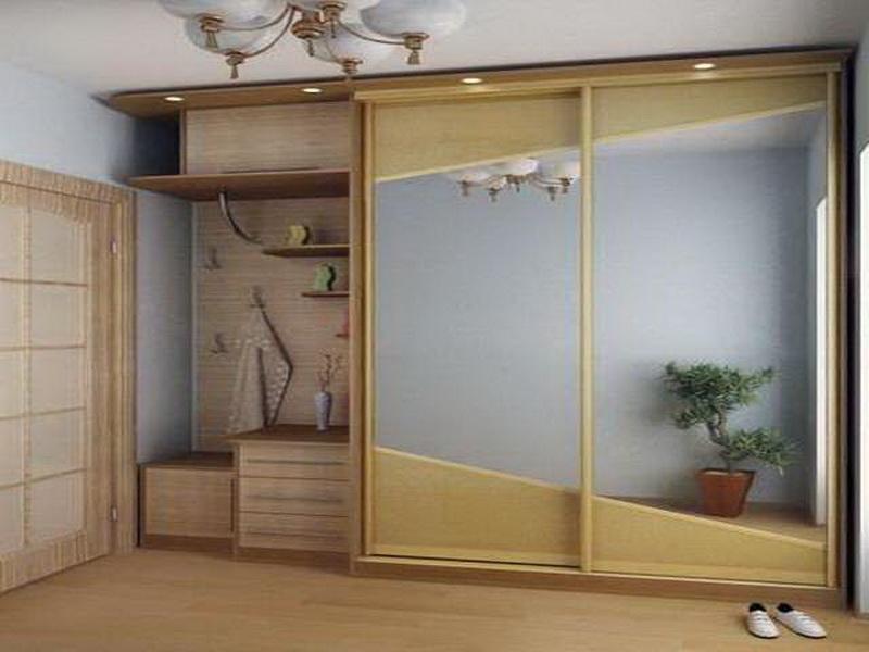 Узкий шкаф в прихожую, его варианты а также особенности.
