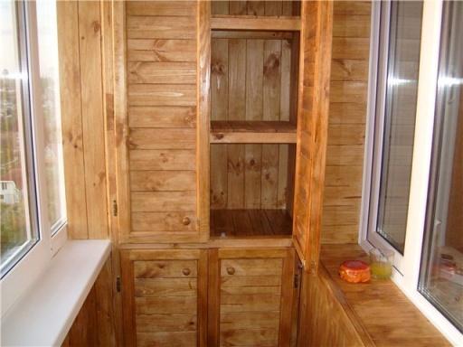 Шкаф встроенный из дерева
