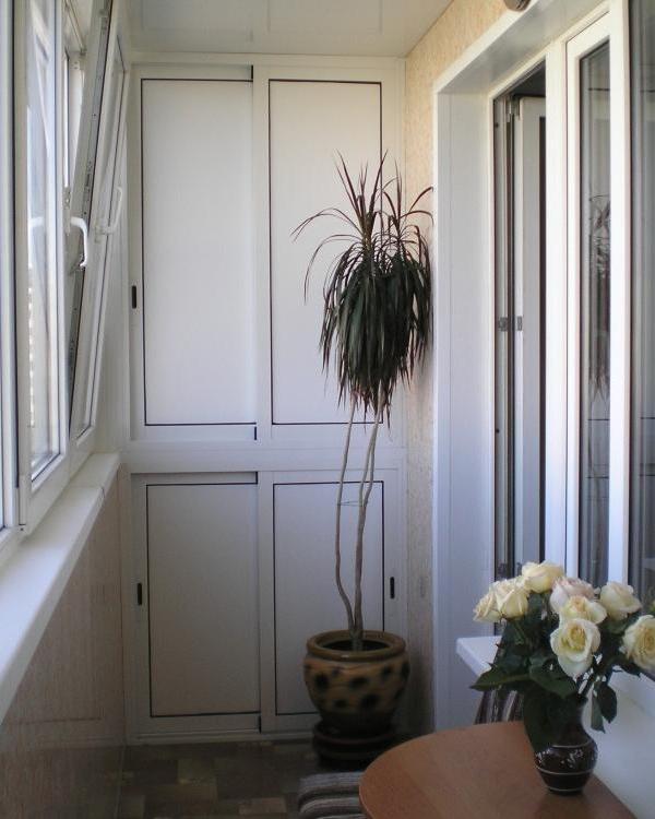 Шкафы на балкон из алюминиевого профиля