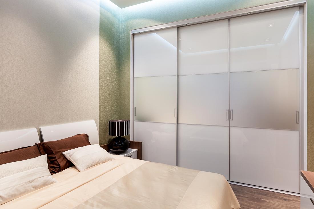 Современный шкаф купе в спальню