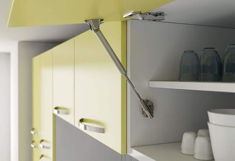 Установка доводчика на кухонную мебель