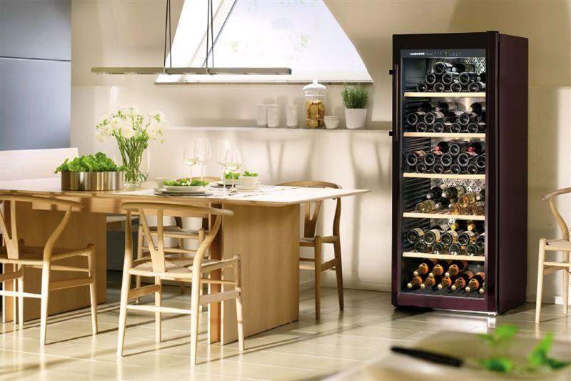 Винный шкаф в интерьере кухни