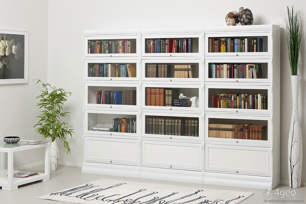 Вместительный белый шкаф