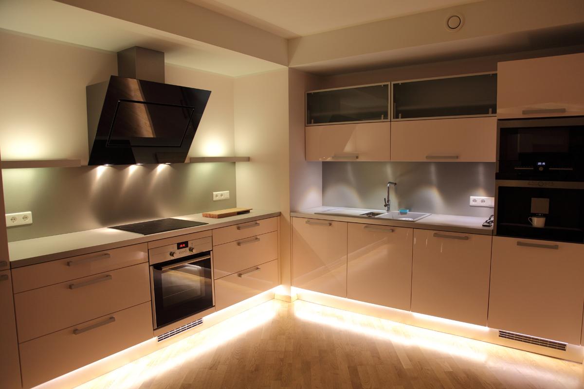 Волшебное свечение LED подсветки в интерьере кухни