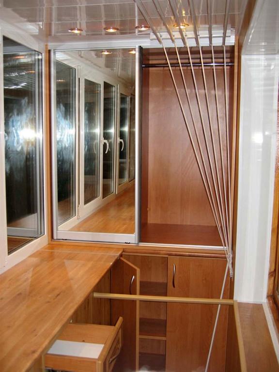 Встроенная мебель с зеркалом