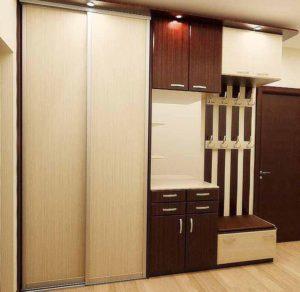 Корпусной шкаф светлого цвета для прихожей на заказ - кухни .
