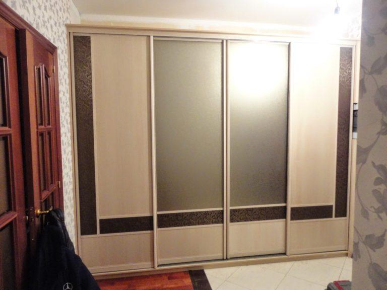 Встроенный шкаф в прихожую, особенности и характеристики.