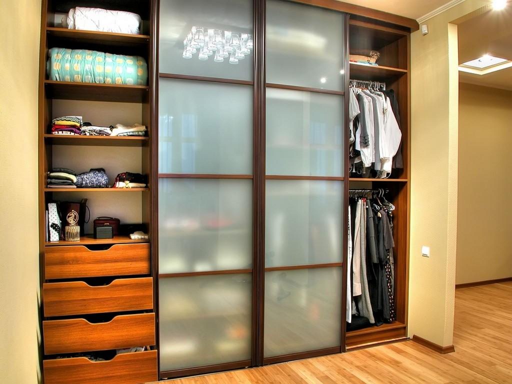 Встроенный шкаф-купе в спальню
