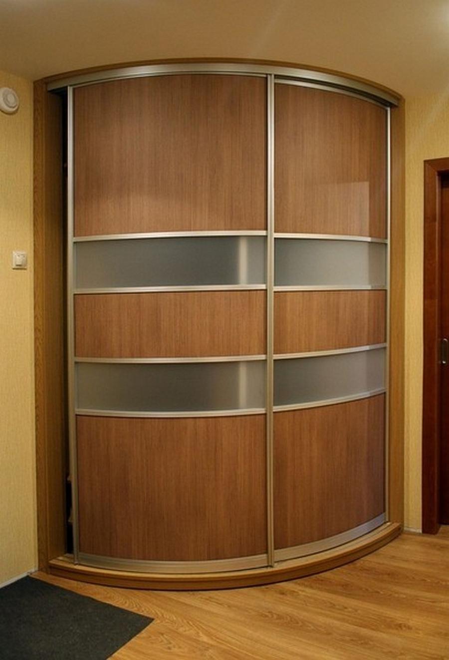 Встроенный угловой шкаф купе в интереьре