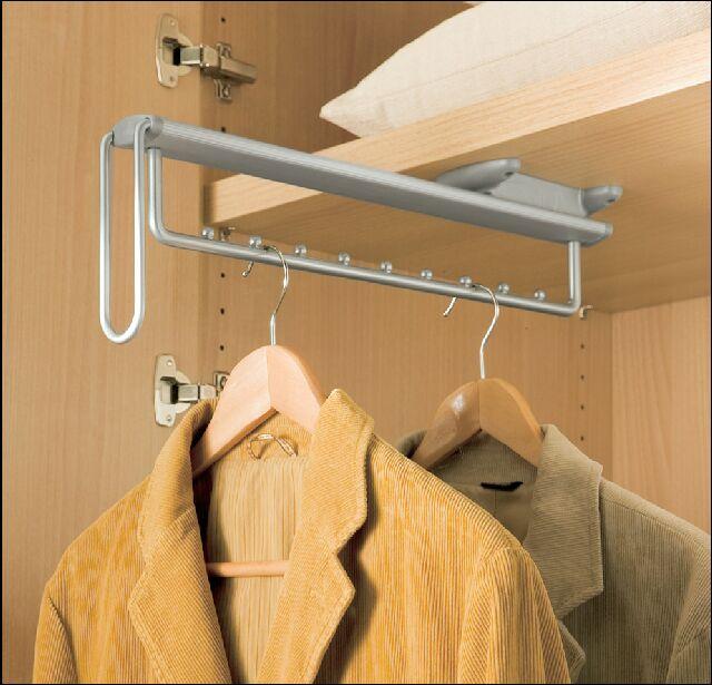 Выдвижная вешалка в шкафу