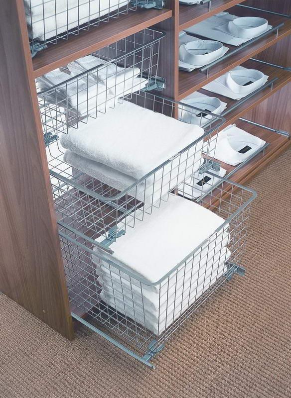 Выдвижные корзины в шкафу