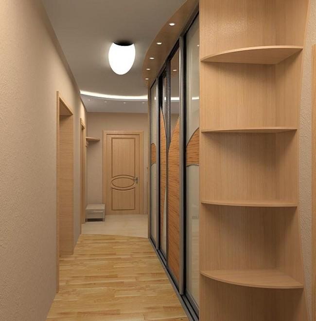 Зеркальные двери шкафа со вставками из светлого дерева