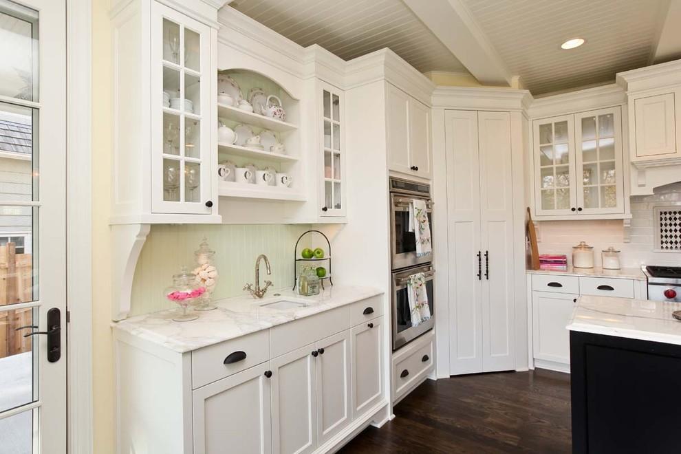 Белый шкаф для кухни
