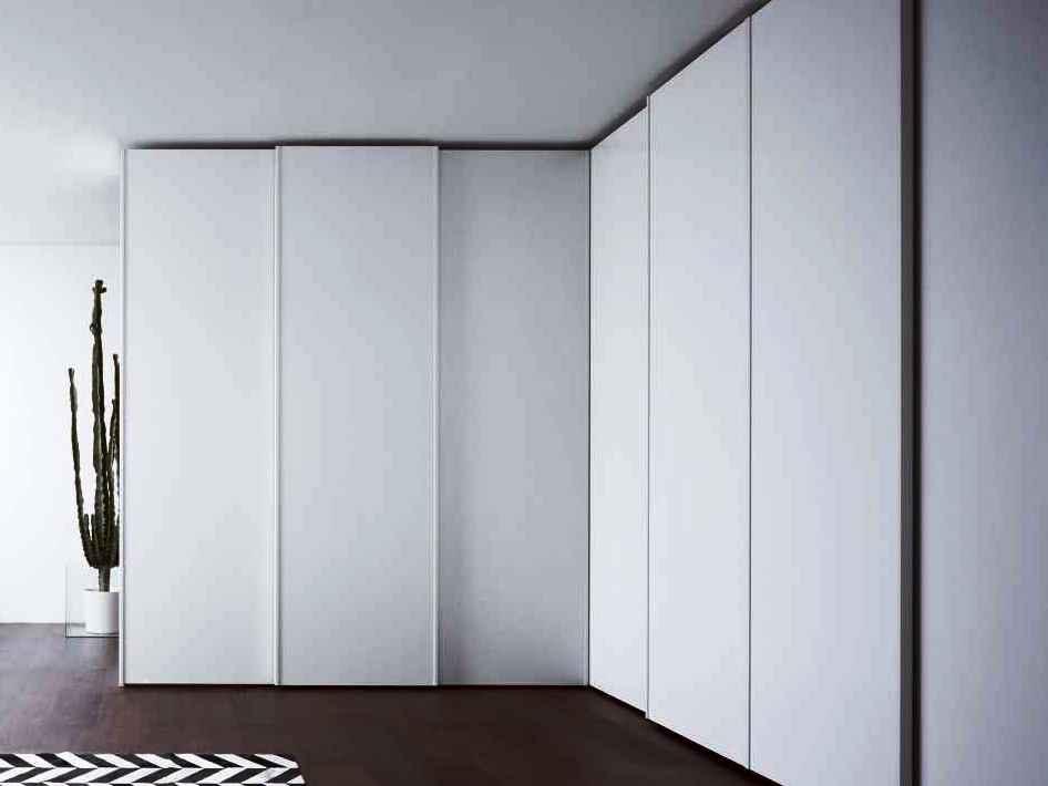 Белый шкаф из ДСП