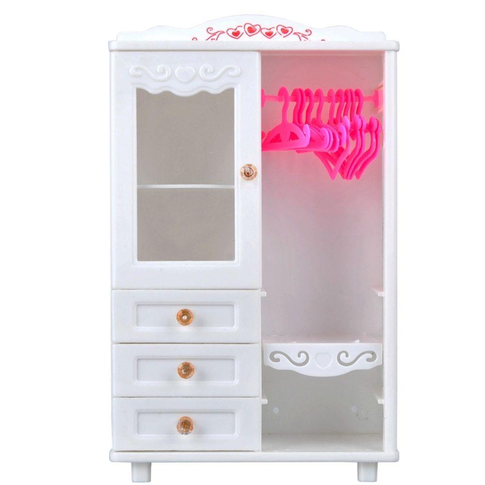 Белый шкаф с яркими вешалками