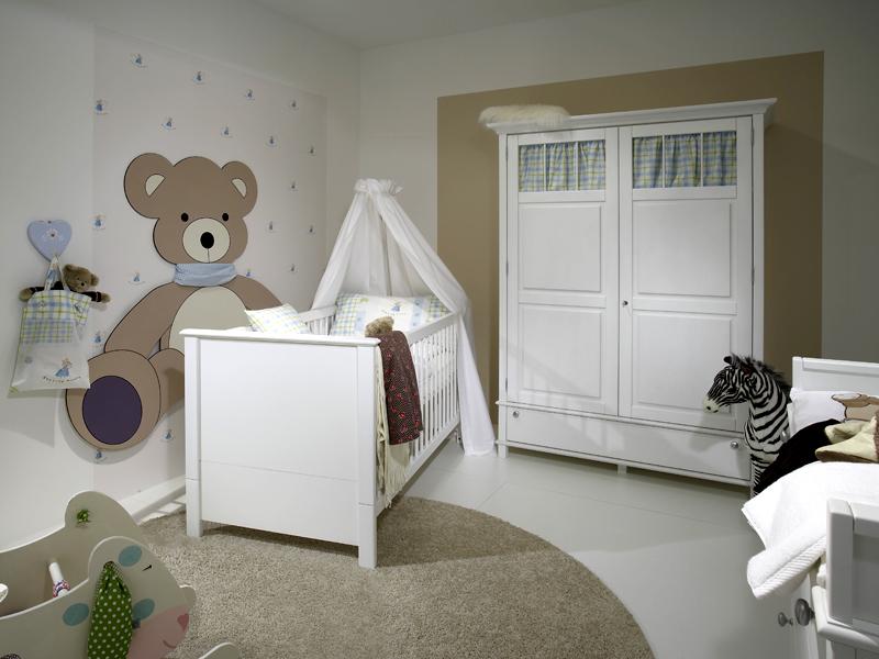 Белый шкаф в детскую