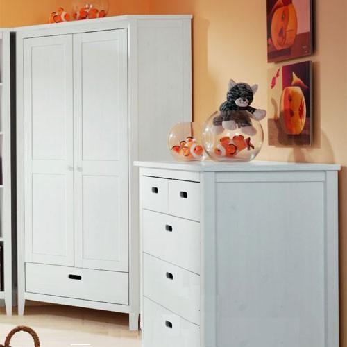 Белый шкаф впишется в детскую комнату