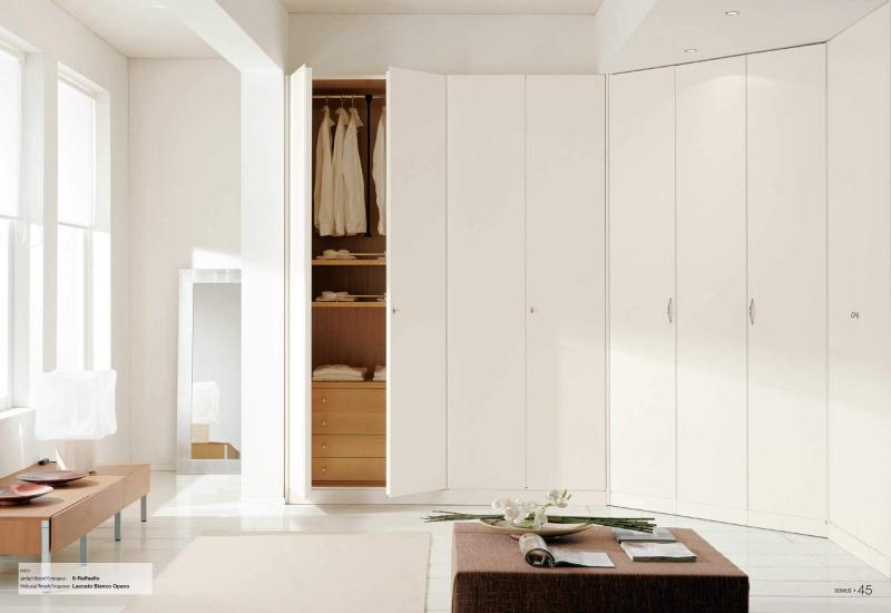 Большой шкаф в белом цвете