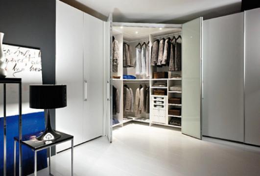 Чем наполнить белый шкаф