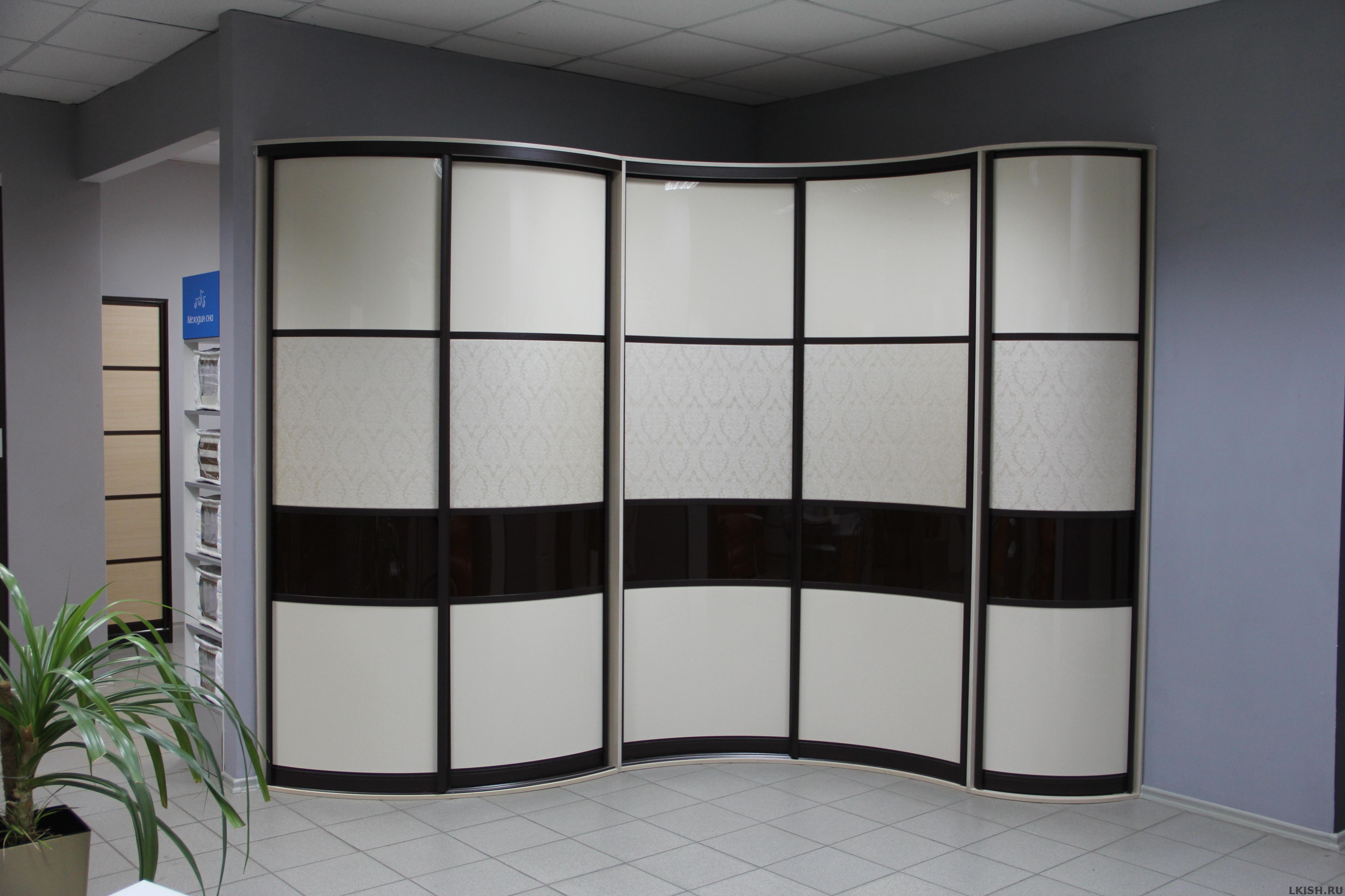 Черно-белый цвет шкафа
