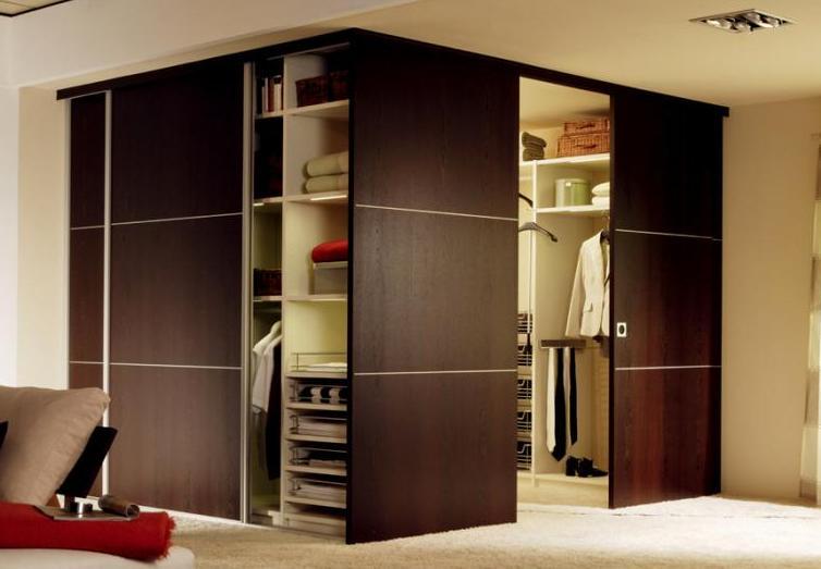 Деревянный встроенный шкаф