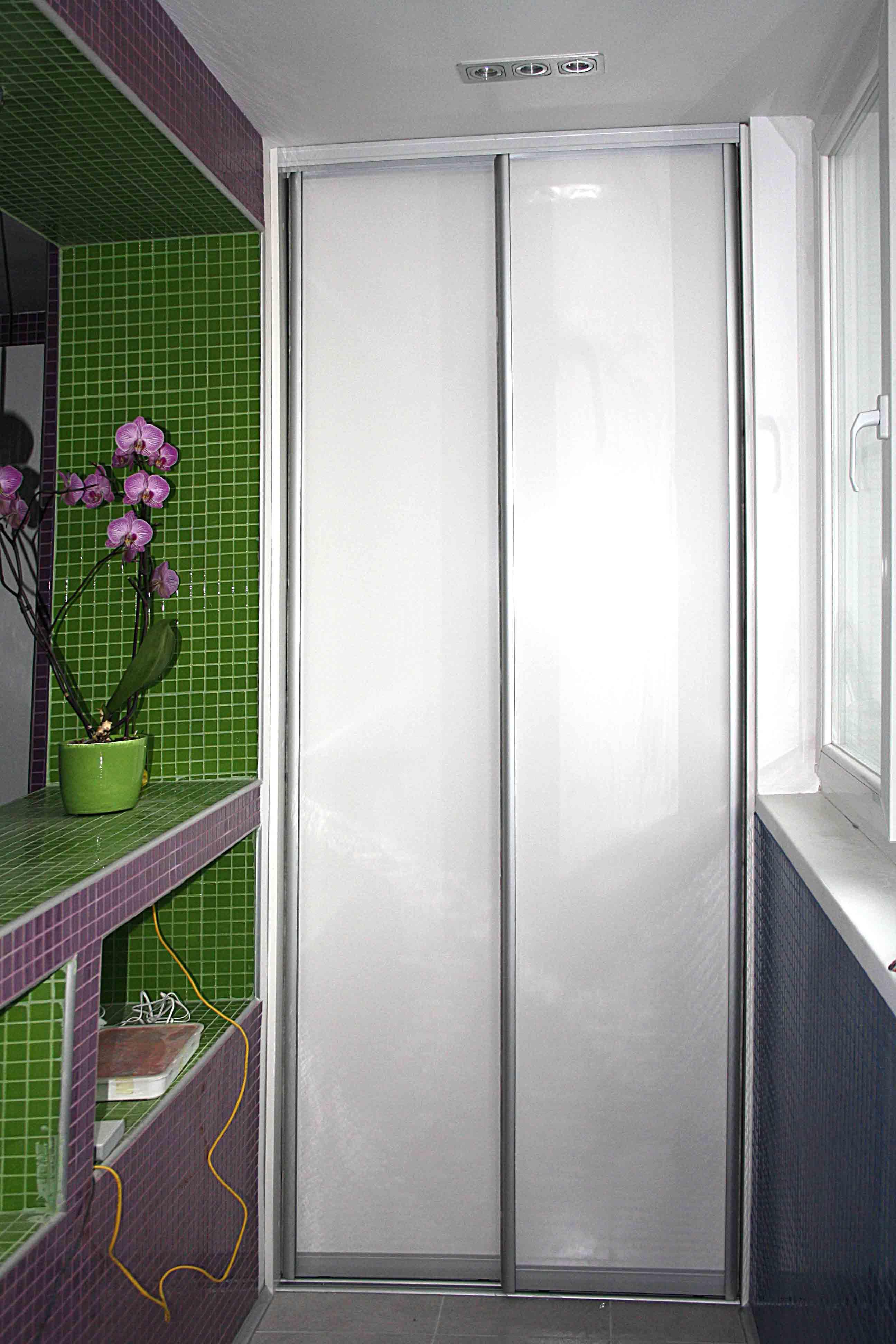 Двухдверный шкаф на лоджии