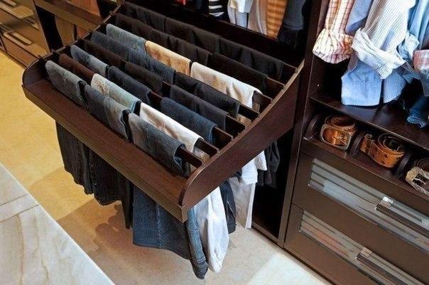 Как правильно хранить брюки в шкафу