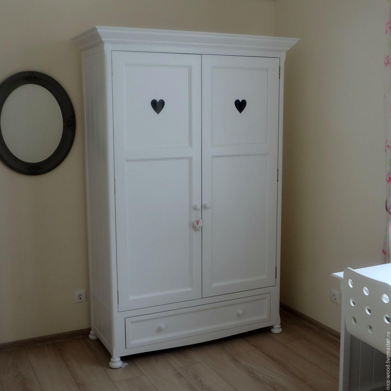 Как выглядит мебель ручной работы