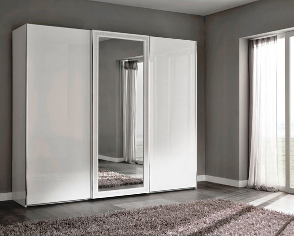 Корпусный шкаф с зеркалом