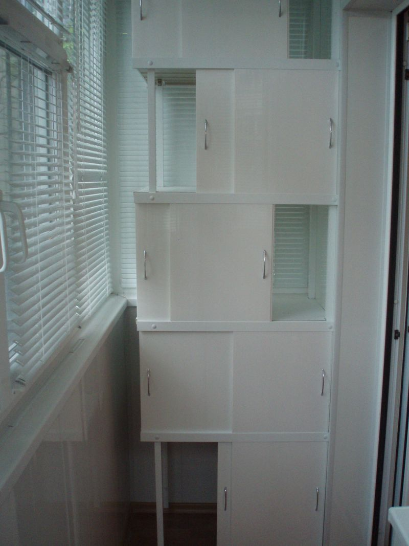 Шкаф на лоджию, плюсы и минусы моделей, требования к материа.