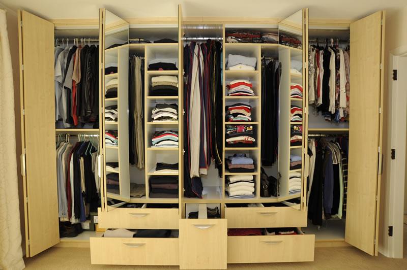 Многостворчатый шкаф