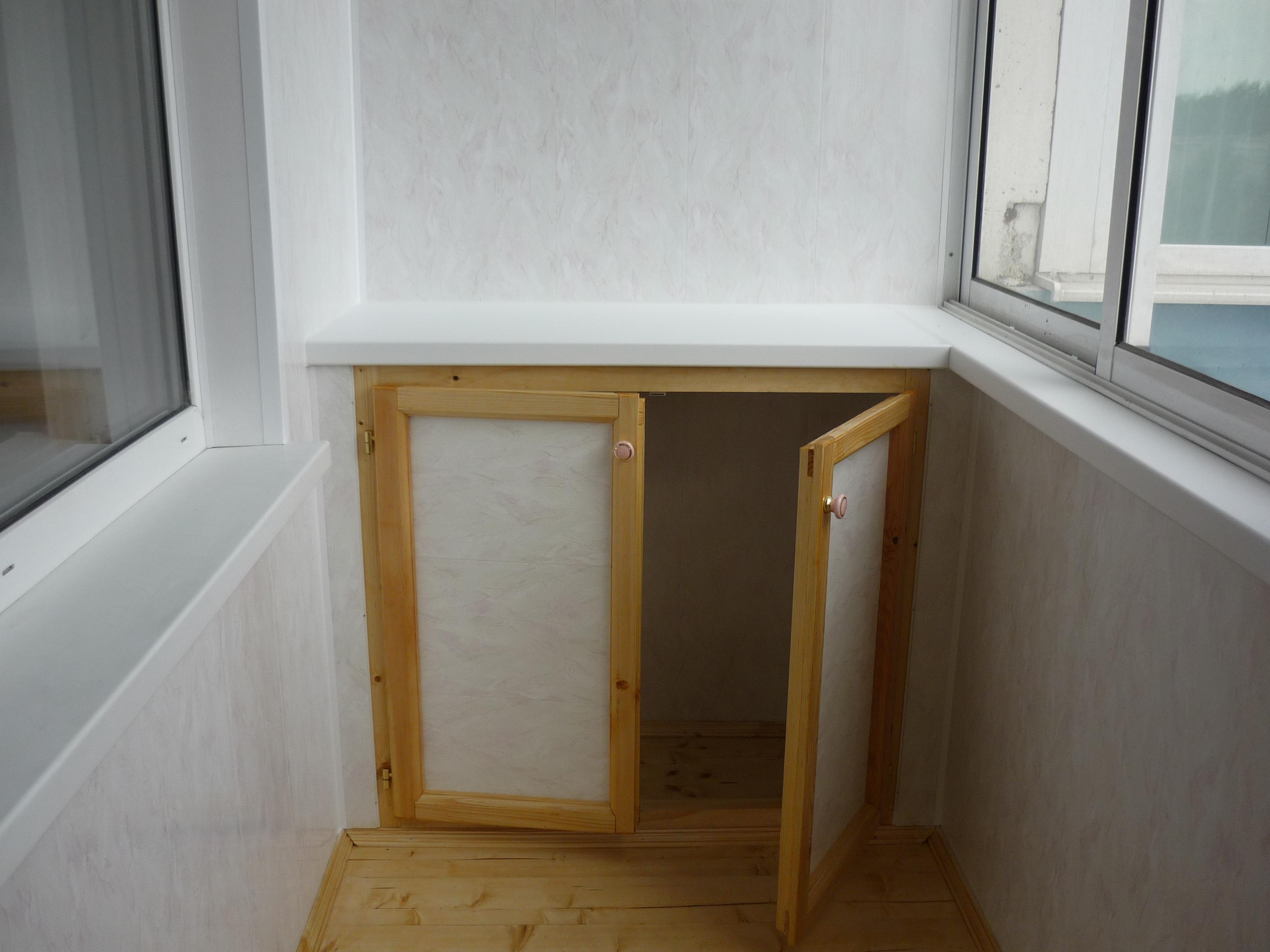 Небольшой напольный шкаф
