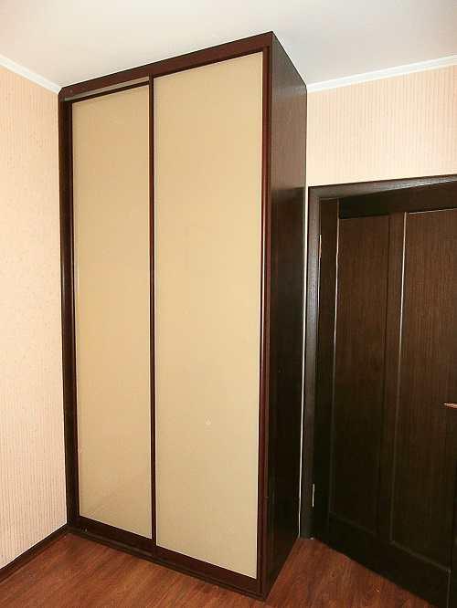 Оборудование малогабаритной прихожей в коридор со шкафом
