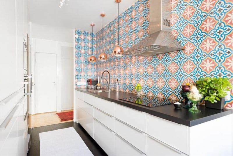 Параллельная планировка кухни без верхних шкафов