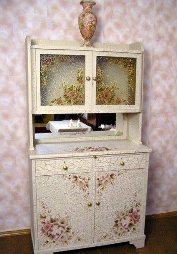 Покраска и патинирование деревянного лакированного шкафа