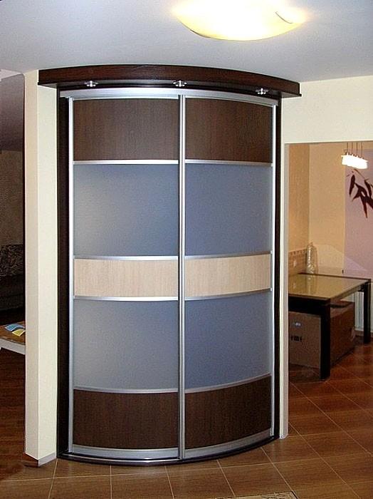 Радиусный шкаф в современном стиле
